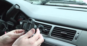 Air Vent Cell Phone Holder by CommuteMate