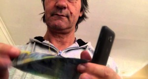 magic trick with mobile phone making money